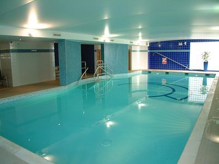 Perfect 1 bed apartment with balcony, parking, gym and swimming pool access