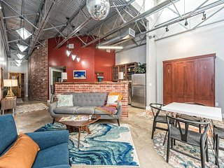 Green Door Lofts, The Retro Loft- Silos/Downtown