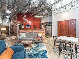 Green Door Lofts, The Retro Loft- Silos/Downtown