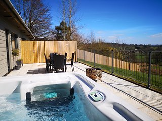 Beech View with private covered hot tub. Stunning views