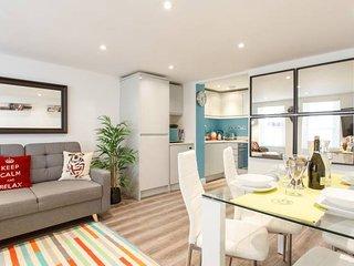 (xm02) Beautiful 2Bed patio apartment in Kensington