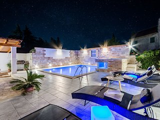 Luxury house David with pool and jacuzzi