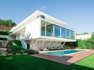 Villa Pierina Ultra modern 5 bedroom property with sea views