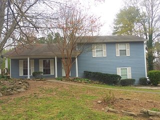 Gorgeous Home in Quiet Community Minutes from Six Flags and Near Atlanta