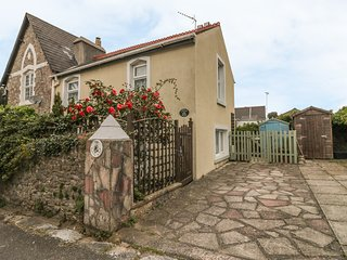 LITTLE ACRE, off road parking, great location, traditional cottage in Torquay