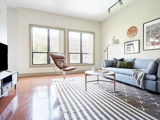 Sonder | Ballpark Lofts | Chic 1BR + Pool