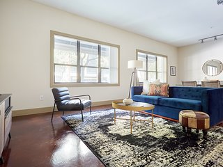 Sonder | Ballpark Lofts | Beautiful 1BR + Pool