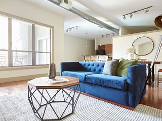 Sonder | Ballpark Lofts | Dashing 2BR + Balcony
