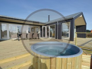 Beautiful home in Væggerløse w/ Outdoor swimming pool, WiFi and 5 Bedrooms