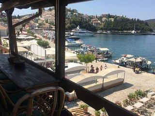 'Sybota' Chic marina loft
