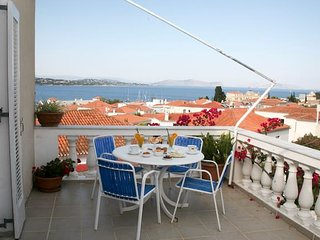 'Ostrella' vacations with sea view