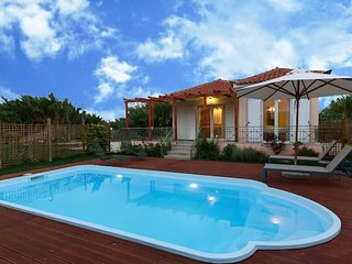 Venus, stylish villa with pool 2min to the beach