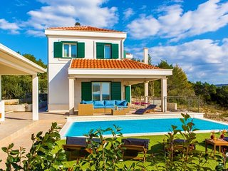 Sea view Villa with pool for rent Primosten