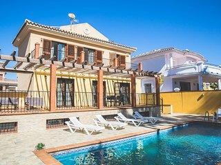Luminosa Villa en La Noria Golf en Mijas