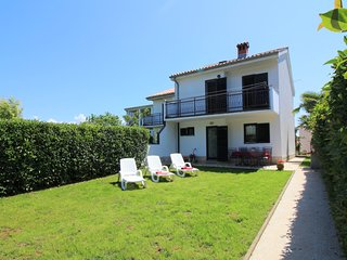Holiday house Pinia near the beach