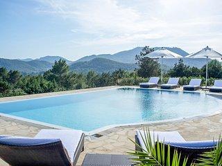 Playa d'en Bossa Villa Sleeps 10 with Pool and Air Con - 5780773