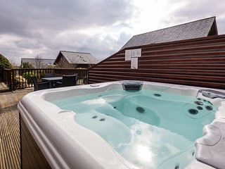 Vercana - 2 Bed Luxury Lodge with Hot Tub at Retallack Resort & Spa
