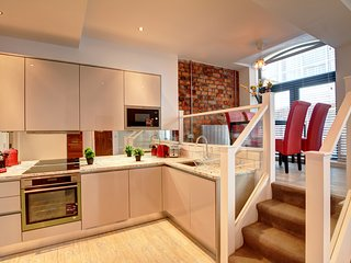 Beautiful Piccadilly Apartment Suite, Very Central