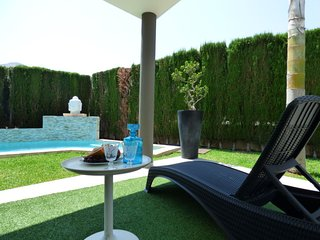 3 bedroom Villa with Pool, Air Con, WiFi and Walk to Shops - 5778002