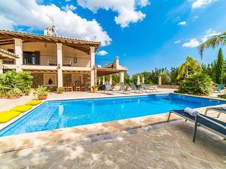 Lloseta Holiday Home Sleeps 6 with Pool Air Con and WiFi - 5503157