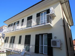1 bedroom Apartment with Air Con, WiFi and Walk to Beach & Shops - 5491084
