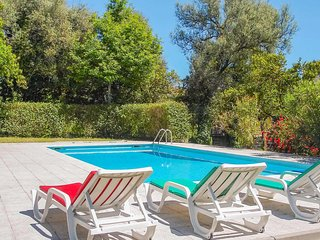 6 bed stone villa w/games room, BBQ & private pool