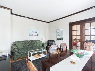 Charming 5 Bedroom Retreat-Big Slice of Heaven in Saint Paul!