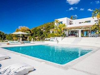 Colonia de Sant Jordi Villa Sleeps 12 with Pool and Air Con - 5780769