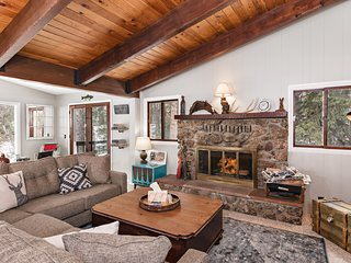 Cozy Mountain Cottage with Fireplace On The Crystal River with Private Fishing!