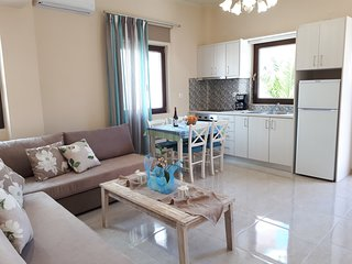 Elegant-sunny-Fully equiped home w/ terrace steps from beach & Chania old town
