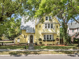The Historic Grand - 5-Star, Luxury Home w/ Hot Tub in heart of Tarpon Springs!