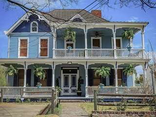 Vicksburg Home w/3 Porches, Walk to Downtown
