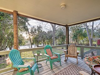 Riverfront House w/ Deck, 7 Mi to San Marcos!