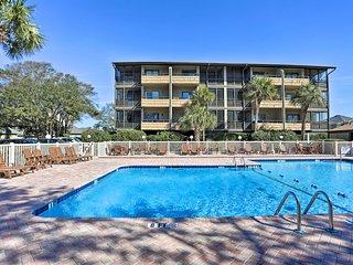 Myrtle Beach Condo w/ Pool - Walk to Beach!