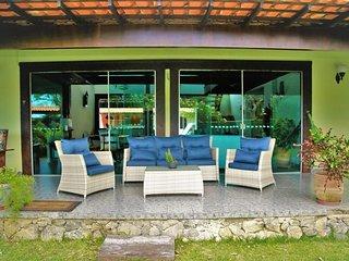 Casa 4 quartos e piscina em Búzios com arrumação diária incluída BZC002