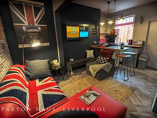 Britannia Themed 3 Bed house Super Fast Wifi & Free Parking , Sleeps 7