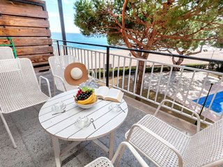 1 bedroom Apartment with WiFi and Walk to Beach & Shops - 5780804