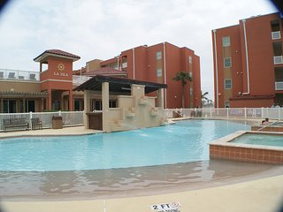 La Isla #201 2-3 minute walk to beach access, CLOSE TO ENTERTAINMENT DISTRICT