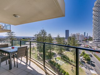 Broadbeach on the Park - Three Bedroom Apartment