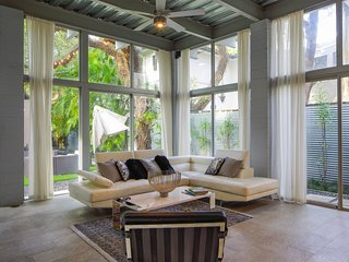 Regatta House - Coconut Grove - Dip Pool, private tree shaded Courtyard, Steinwa
