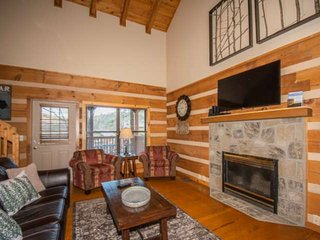 Remodeled Sweet Serenity Cabin~3.8 mi to Gatlinburg-HotTub/WiFi/Multicade - W/D-
