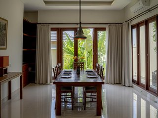 5 BDR Private Pool Villa Close Jimbaran Corner