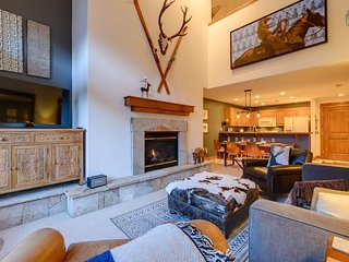 Modern Condo Walking Distance to Lift, with Hot Tub and Heated Parking - Alpine