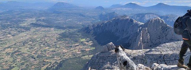 Trekking, hiking, and mountain biking are very popular in Sardegna. Trekking cottage apartment.