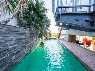 Le Penthouse, appartement haut de gamme avec piscine chauffee
