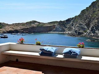 Apartment in the beach.Sa Tuna-Begur. Terrace with sea views. Five people.