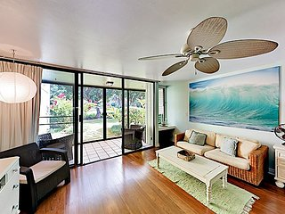 Stylish Condo w/ Pool & Screened Patio - Minutes from Turtle Bay  Beach!