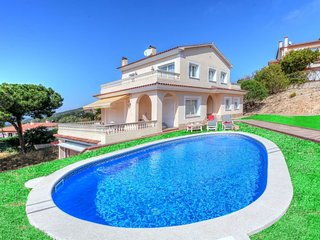 3 bedroom Villa with Pool and WiFi - 5780808