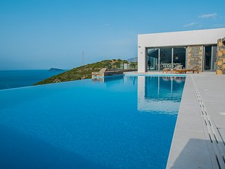 Luxury villa in Istron, sleeping 10 persons, panoramic sea views, infinity pool