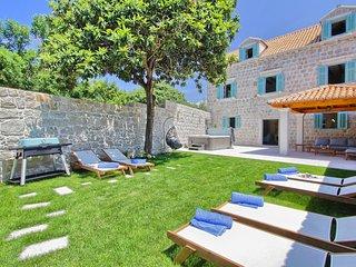 4 bedroom Villa with Air Con and WiFi - 5780763